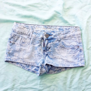 Floral lace-textured denim shorts